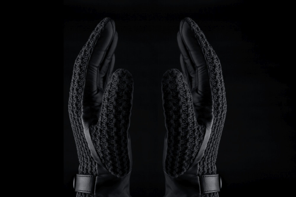 mujjo-leather-crochet-touchscreen-gloves-3