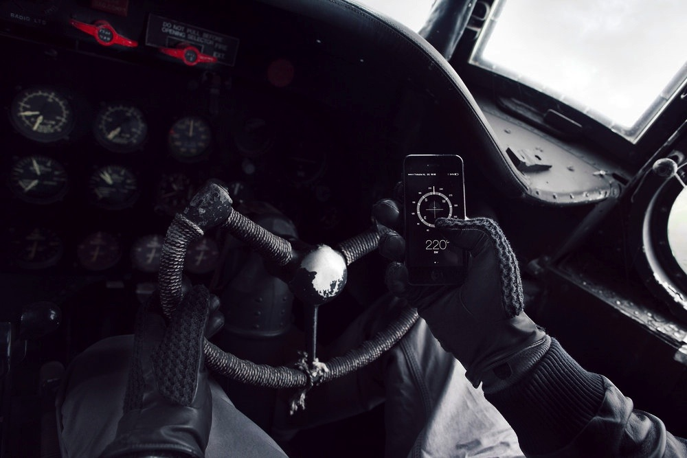 mujjo-leather-crochet-touchscreen-gloves-6