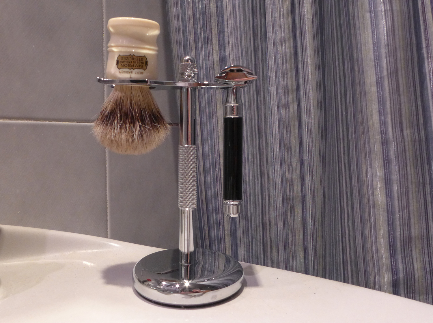 Perfecto Deluxe Chrome Razor and Brush Stand 1