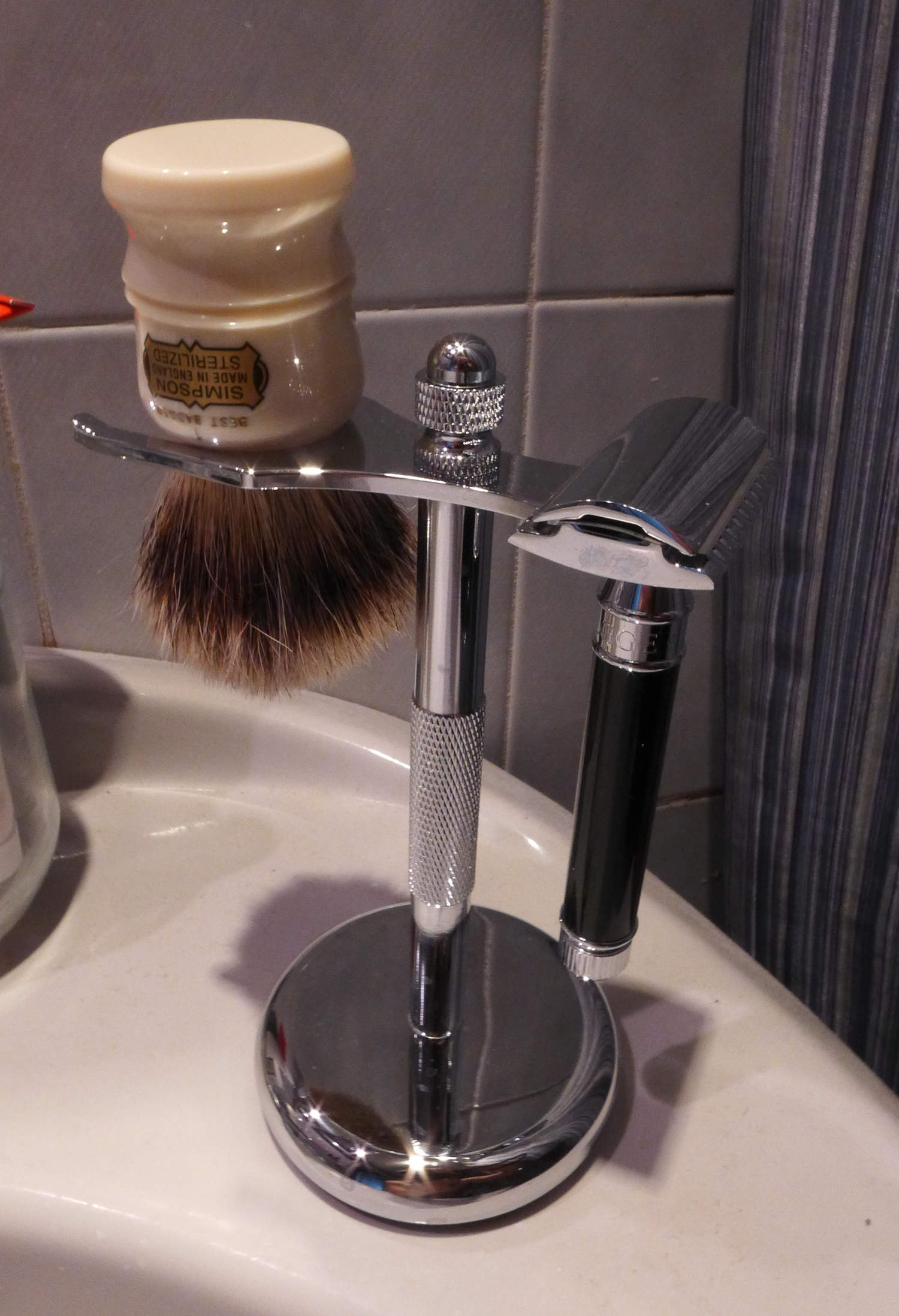 Perfecto Deluxe Chrome Razor and Brush Stand 3