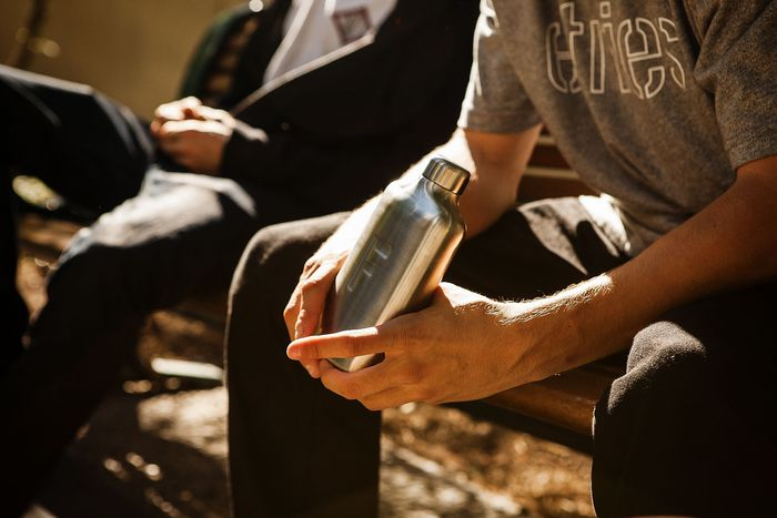 kickstarter-fred-water-flask-more-water-less-sugar-1