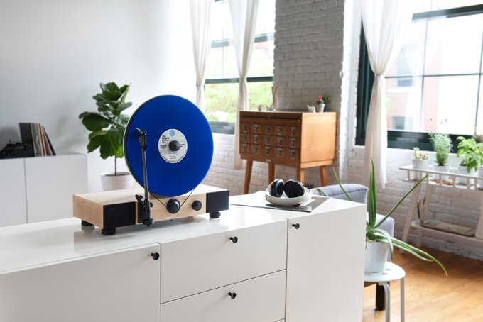 Floating-Record-Vertical-Turntable-kickstarter-2