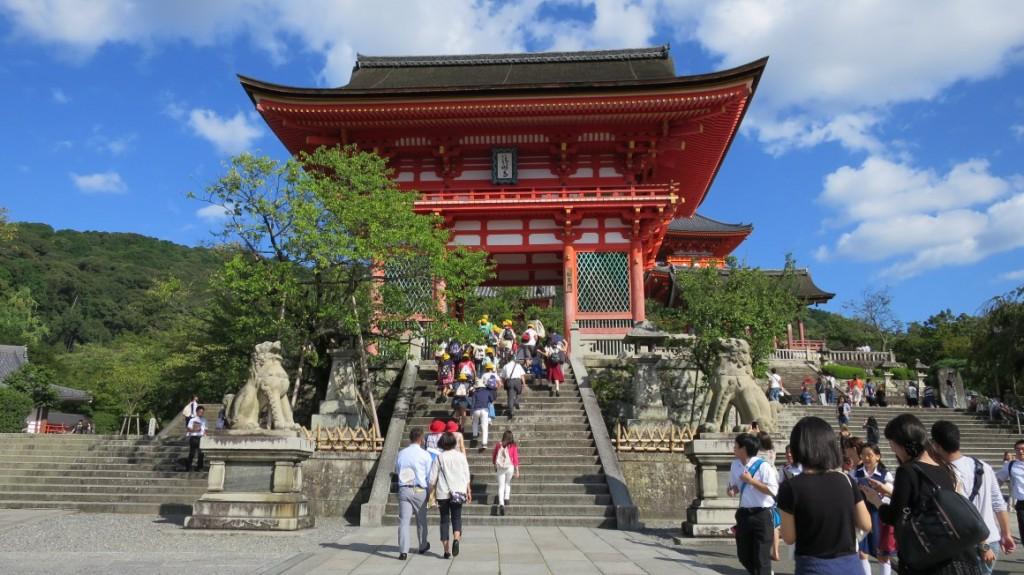 Kiyomizu-dera-kyoto-front-view