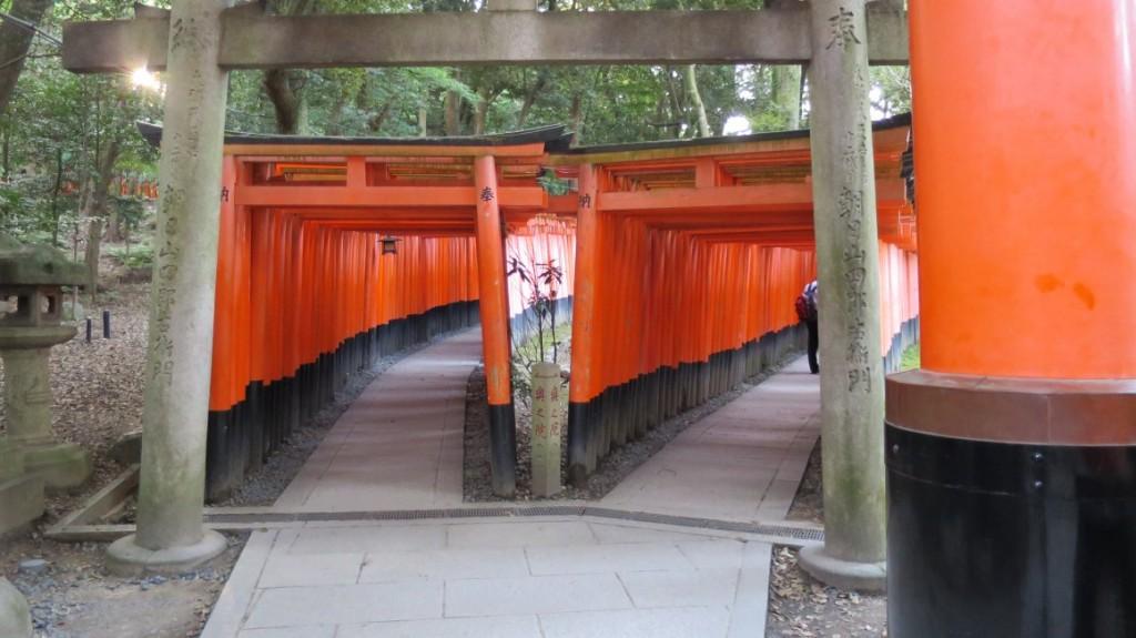 Fushimi-Inari-Taisha-entrance