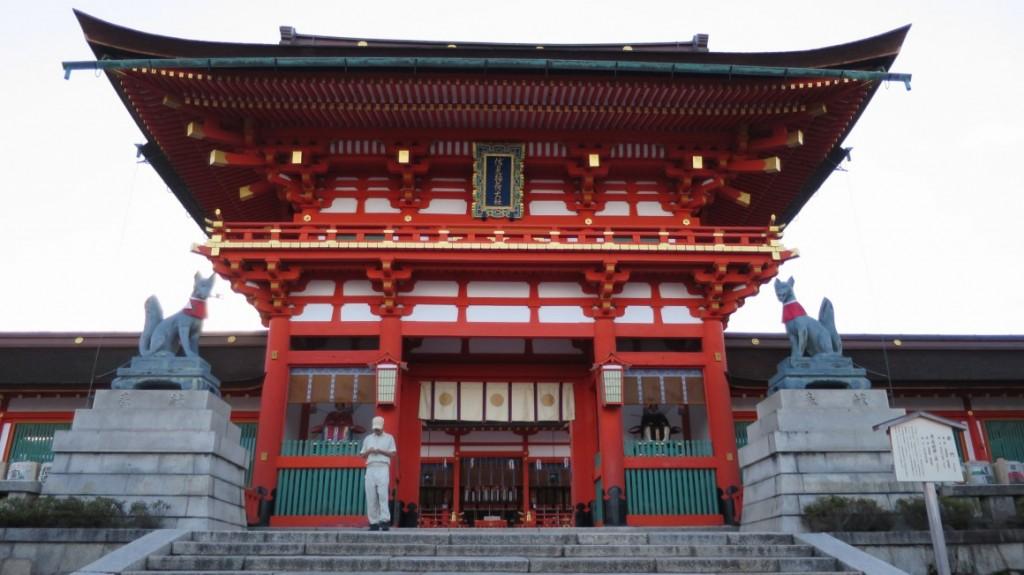 Fushimi-Inari-Taisha-front