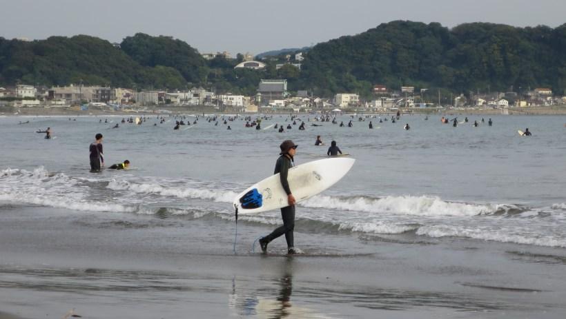 kamakura-beach-surfboard