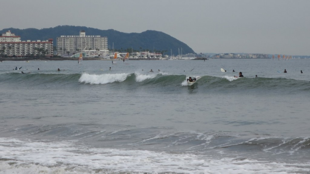 kamakura-beach-surfing-take-off