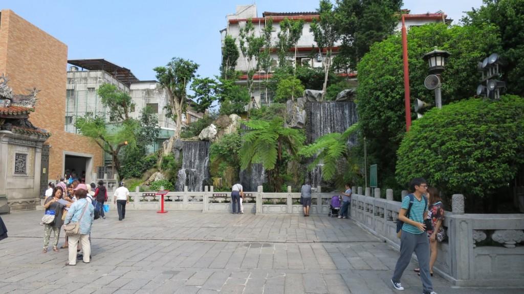 longshan-temple-taipei-6