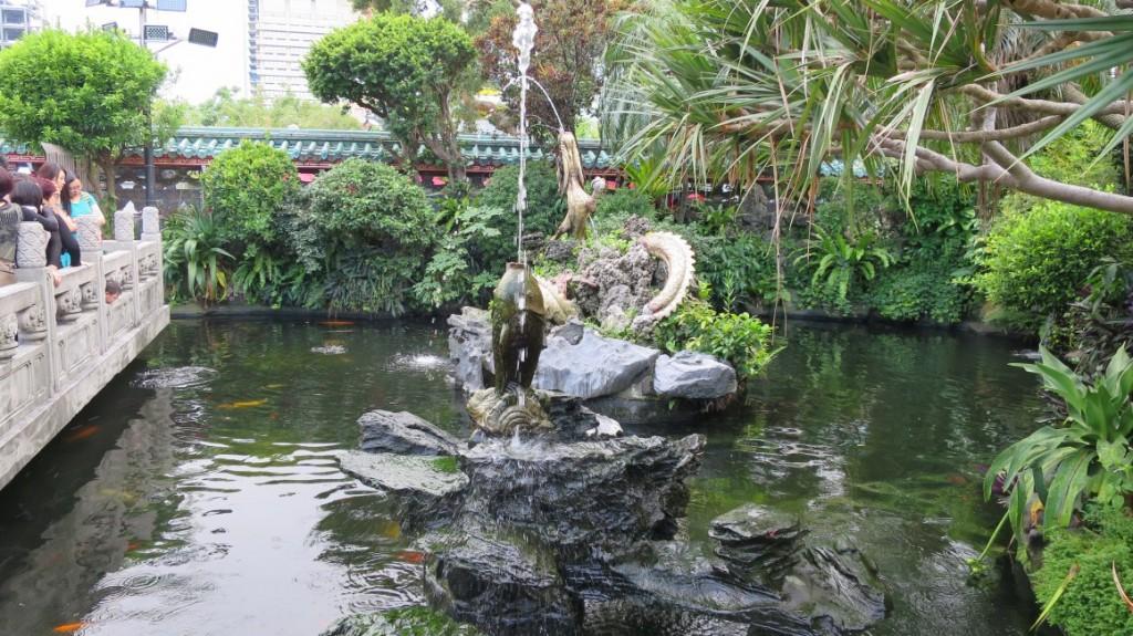 longshan-temple-taipei-9