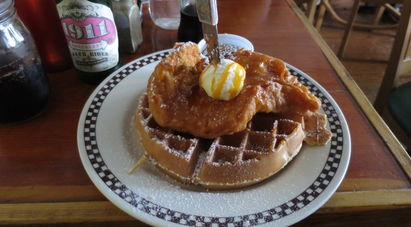 queens-comfort-restaurant-chicken-waffles