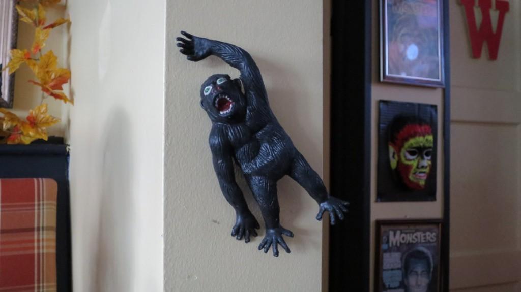 queens-comfort-restaurant-gorilla